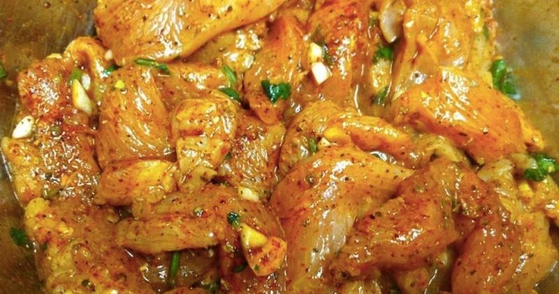 Jak marinovat kuřecí maso, aby bylo jemné a šťavnaté? Přidejte 1 lžíci hořčice v tom správném čase recept