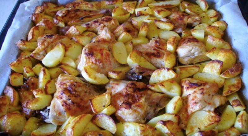 Pečené kuře s brambory na majoránce na jednom pekáči, hotová bomba recept