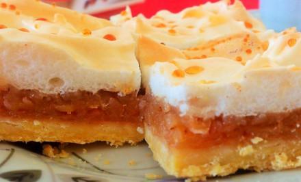Báječný zasnežený jablkový koláč