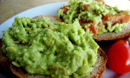 Mexická nátierka z avokáda len z troch surovin. Energeticko – vitamínová bomba.