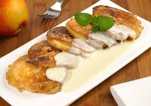 Chrumkavé jabĺčka so škoricou a vanilkovou zmrzlinou ktoré si zamilujete