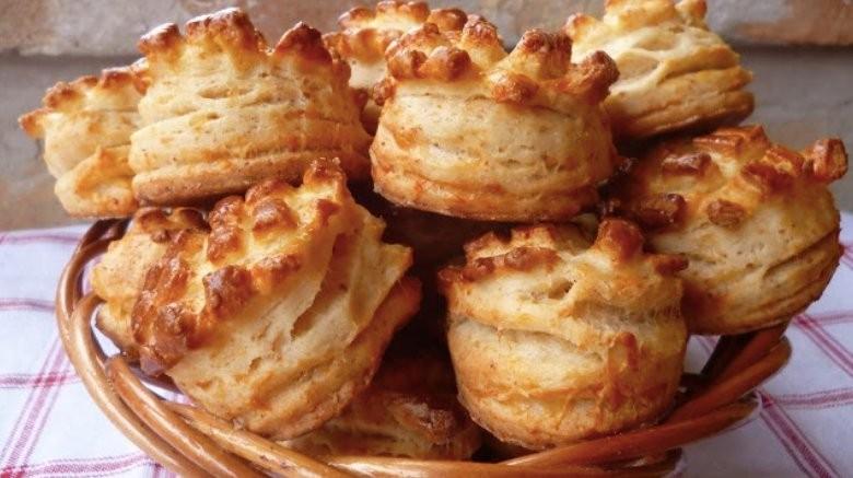 Báječné maďarské škvarkové pagáče z jemného těsta bez kynutí recept