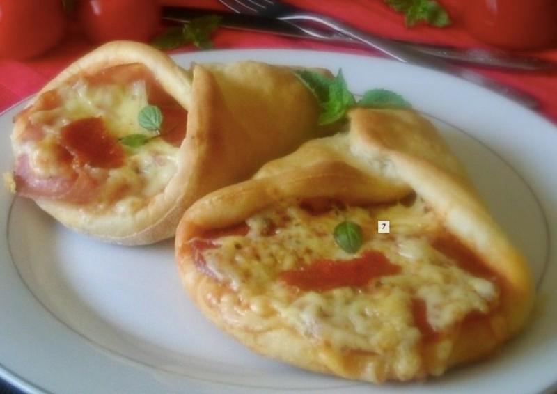 Malé pizza kornouty se šunkou a sýrem podle vaší chuti recept