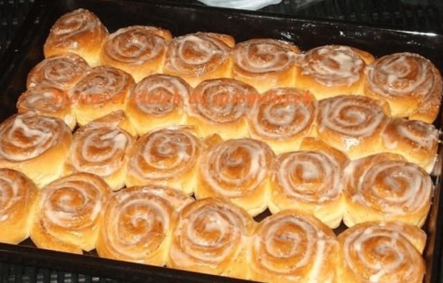 Fantastické skořicové šneky s vanilkovou polevou recept