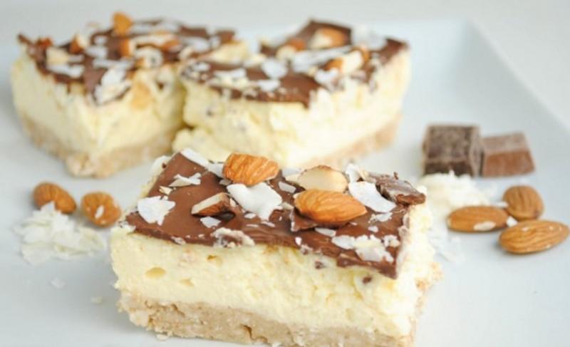 Jemné mandlové řezy zalité dokonalou čokoládou recept