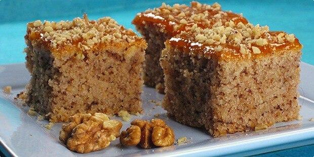 Nejjednodušší koláč s ořechy a marmeládou