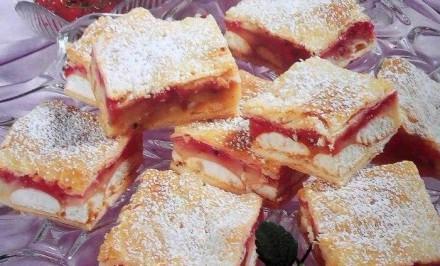 Báječný ovocný koláč s piškótami a lístkovým cestom