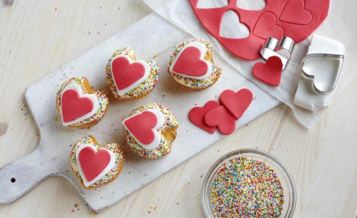Valentínske cupcakes s fondánovými srdiečkami
