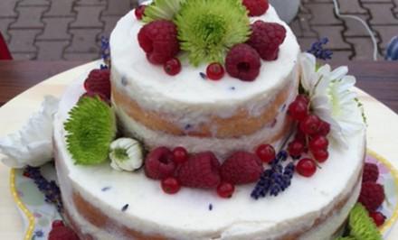 Polonahá levanduľová torta s malinami