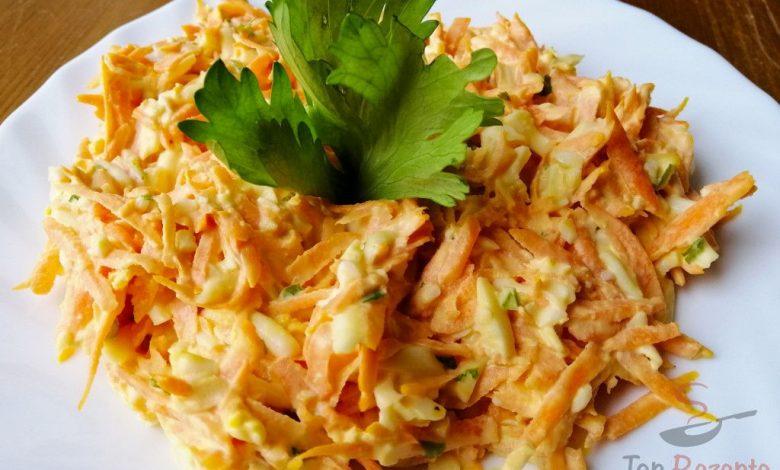 Sytý mrkvový salát s vajíčkem – ideální dietní večeře