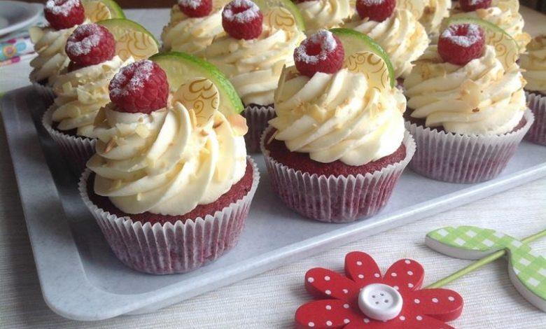 Red velvet cupcakes s limetkovým krémem