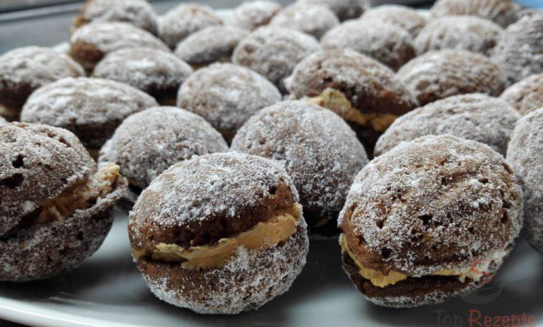 Plněné kakaové oříšky s karamelovým krémem