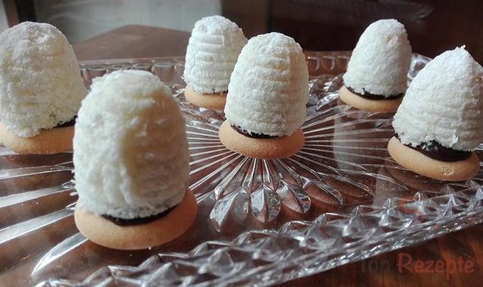 Nepečené kokosové úlky plněné kvalitním pařížským krémem