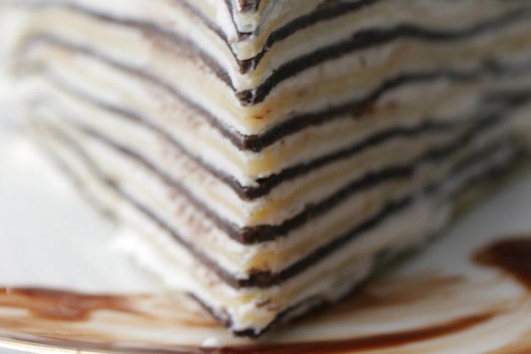 Video: Dvoubarevný palačinkový dort se šlehačkou