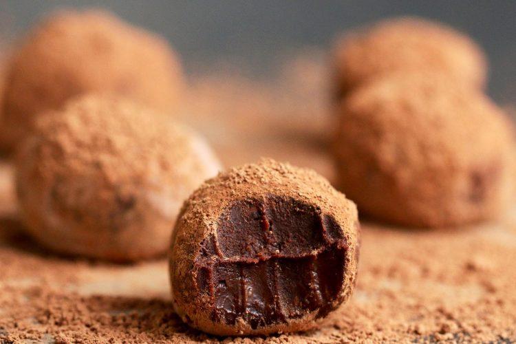 Video: Jednoduché čokoládové lanýže na 4 způsoby