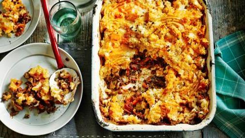 Zeleninový pastiersky koláč – bielkovinové vegetariánske jedlo, ktoré zasýti.