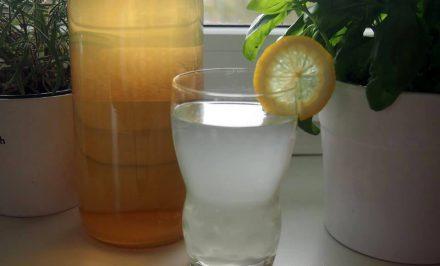 Domáci citrónový sirup – veľmi rýchly recept a hlavne bez chémie. Nestihne sa pokaziť. :)