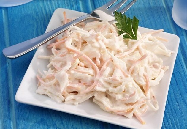 Tento šalát vydrží v chladničke až do zjedenia. Čím dlhšie vydrží, tým je lepší. Coleslaw
