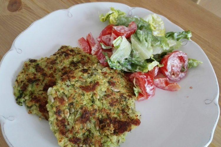 Brokolicové placičky s quinou a mozzarellou