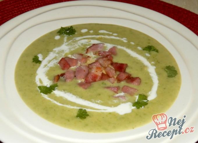 Bramborovo-hrášková krémová polévka