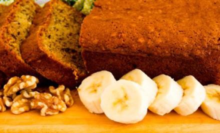 Banánový chlebík si môžete dopriať na raňajky, alebo ho môžete podávať ako chutný dezert. Jeho príprava je jednoduchá a rýchla. Oplatí sa vyskúšať!