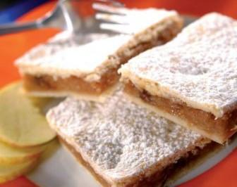 Krehký jablkový koláč z hrnčeka