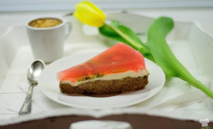 Orechovo-banánový koláč s kiwi a mascarpone bez múky