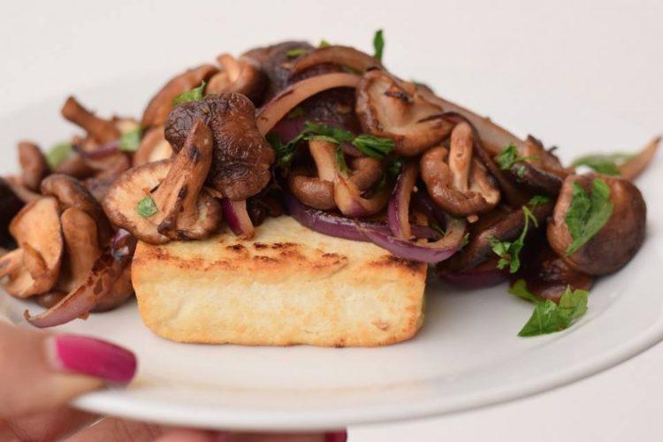 Grilované tofu s shiitake houbami
