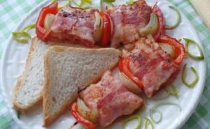 Rýchle mozzarellové špízky so slaninou.