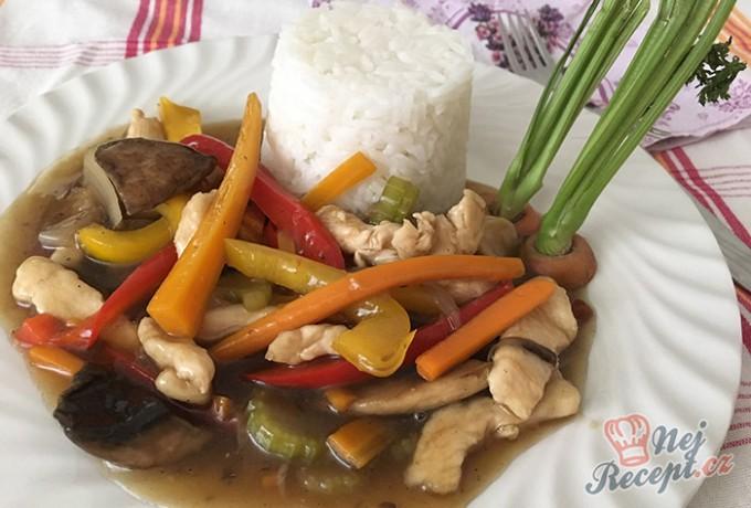 Kuřecí nudličky se zeleninou na styl čínské restaurace