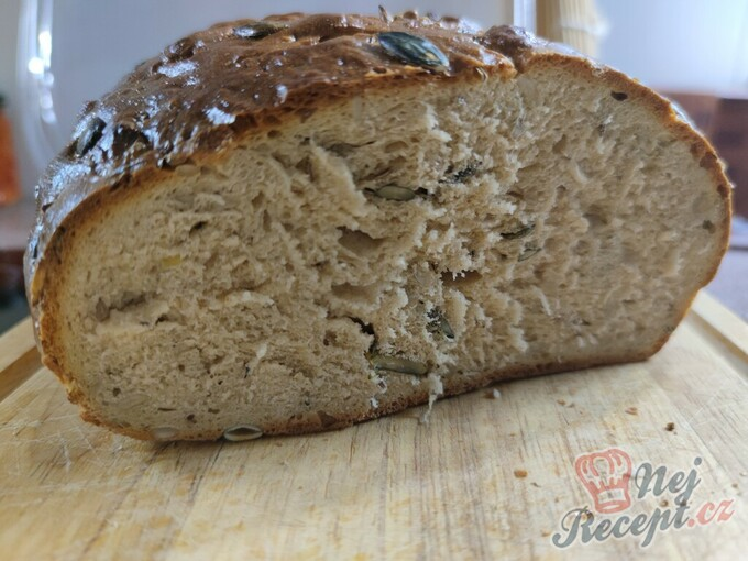 Poctivý domácí chléb se semínky