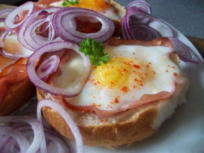 Zapékané vajíčko v housce