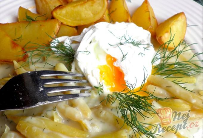 Čočka nakyselo s uzeným, vajíčkem a okurkou