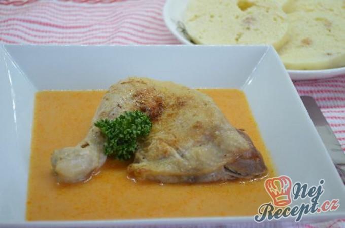 Kuře na paprice s knedlíkem