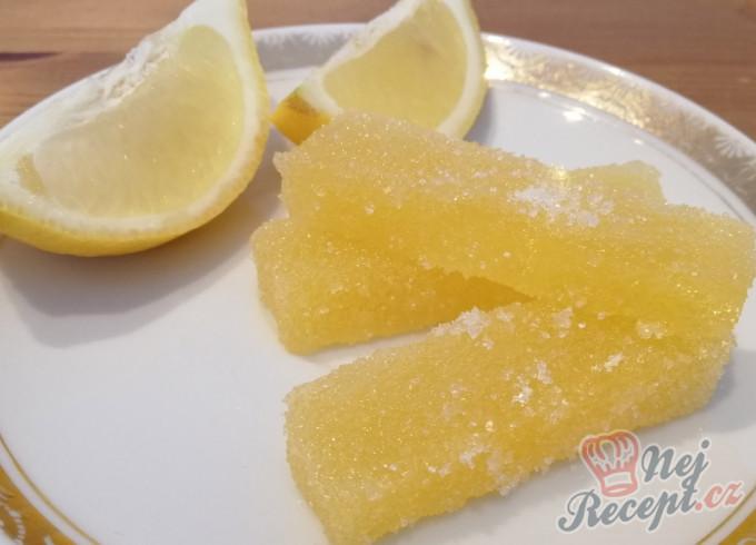 Nekoupili jste v lékárně vitamín C? Připravte si domácí citrónové bonbóny, které milují děti i dospělí.