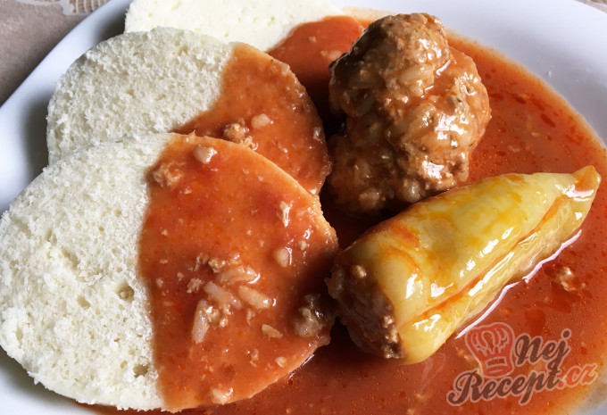 Tradiční, chuťově nepřekonatelná plněná paprika v rajčatové omáčce