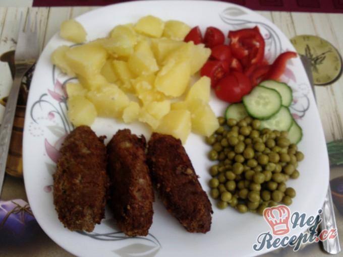 Čevabčiči s bramborem a zeleninou
