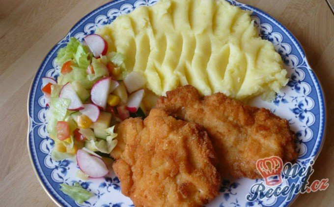 Smažené kuřecí řízky v sýrovém těstíčku