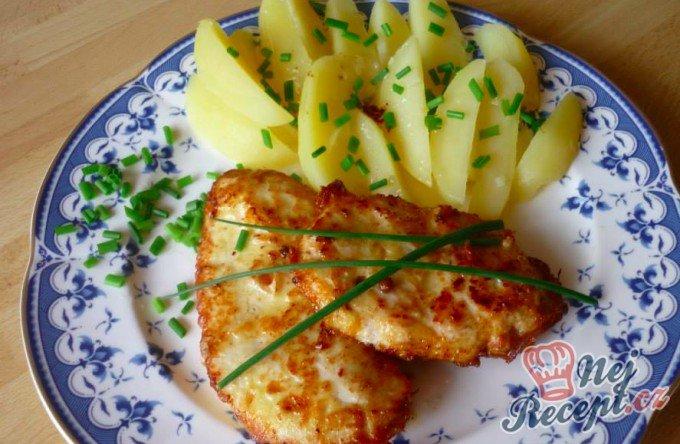 Marinovaná kuřecí prsa s vařenými bramborami