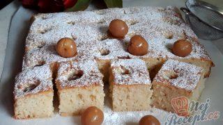 Sametový hebký koláček s třešněmi
