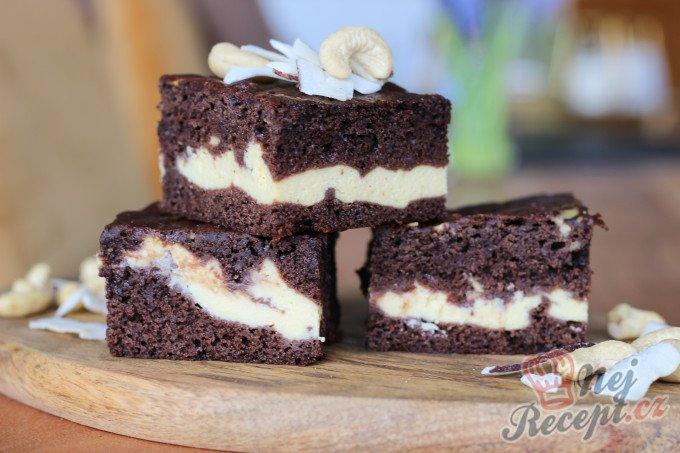 Zdravější vanilkovo-kakaové brownies s cottage sýrem