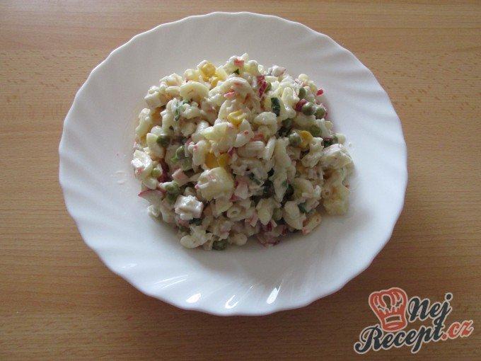 Těstovinový salát ze základní školy