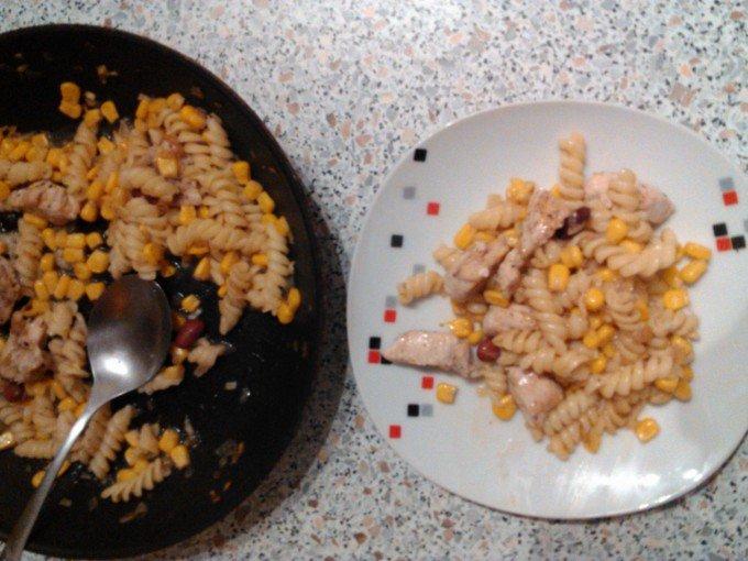 Těstoviny s kukuřicí a kuřecím masem