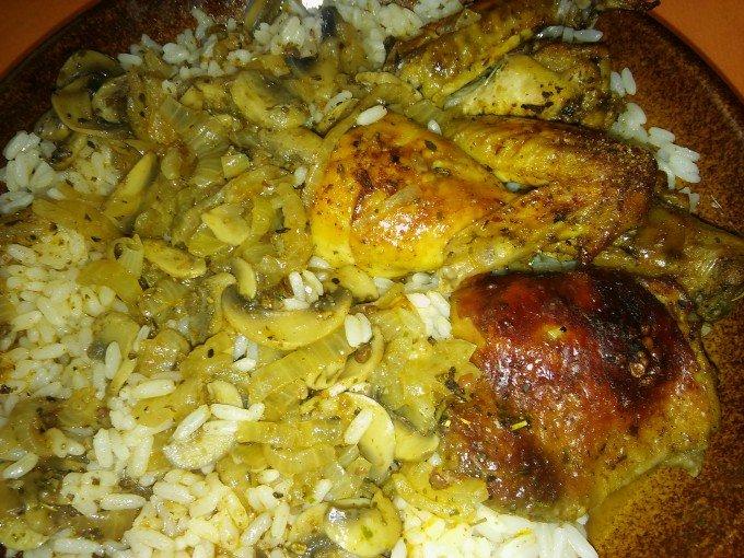 Kuře na žampionech a cibuli
