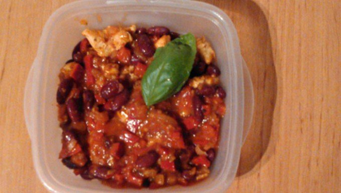 Červené fazole s kuřecím masem