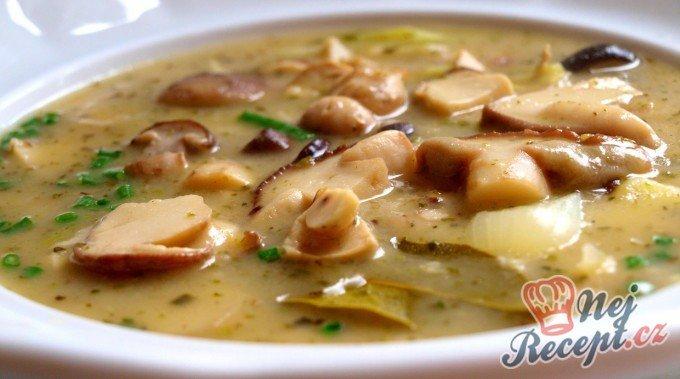 Houbová bramboračka (tradiční)