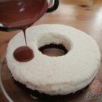 Nepečený kokosový pamlsek z bábovkové formy připraven za 10 minut.