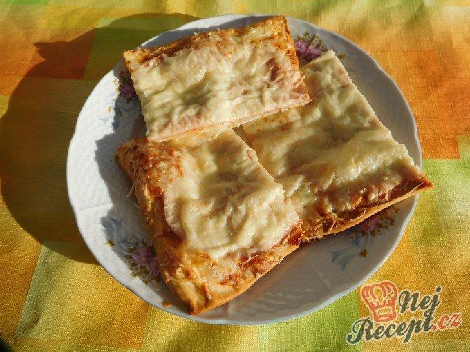 Rychlá pizza z listového těsta