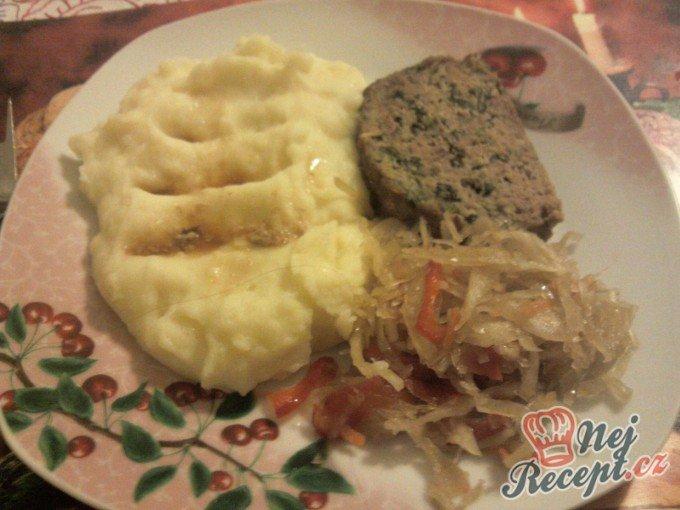 Kapustová sekaná s bramborovou kaší