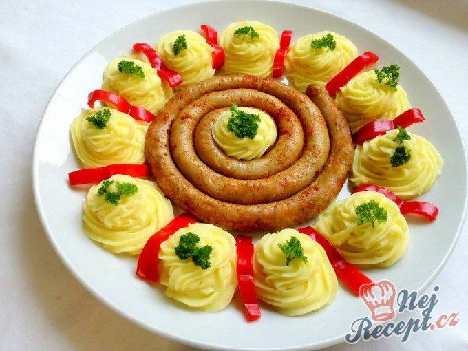 Vinné klobásy s bramborovou kaší